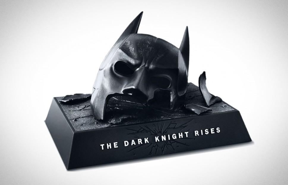 dark-knight-broken-cowl-1001-970x623.jpg