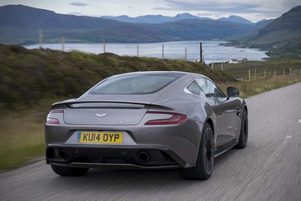 2015-Aston-Martin-Vanquish-4